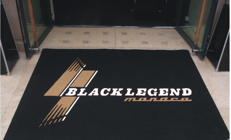 black-1360129